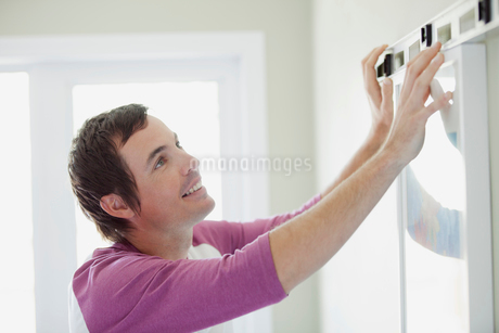 mid adult man leveling pictureの写真素材 [FYI02291056]