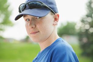 Portrait of twelve year old baseball player.の写真素材 [FYI02291084]