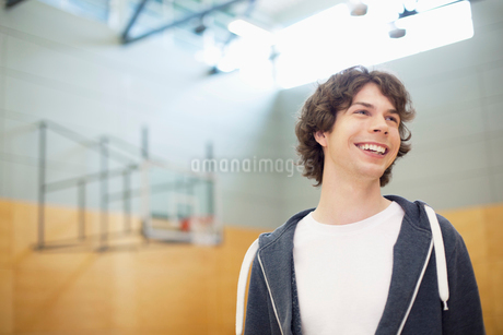 male college student in the gymの写真素材 [FYI02291134]