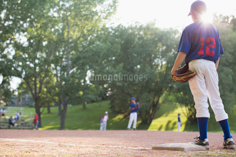 View of baseball field from behind first base.の写真素材 [FYI02291267]