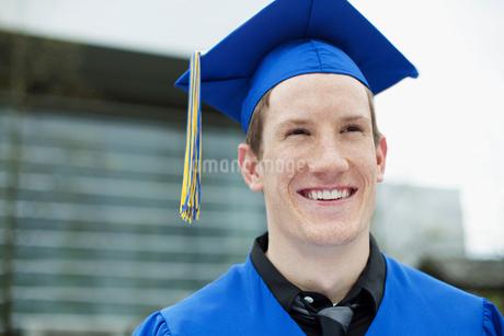 portrait of graduate in cap and gownの写真素材 [FYI02291305]