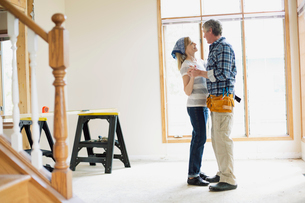 middle aged couple taking a dancing break from renovationsの写真素材 [FYI02291314]