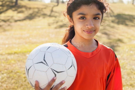 Girl soccer player holding soccerball.の写真素材 [FYI02291396]