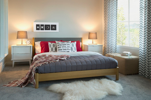 Interior of contemporary bedroomの写真素材 [FYI02291640]