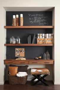 Objects on wooden shelves at homeの写真素材 [FYI02291991]