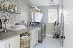 Interior of laundry room in contemporary homeの写真素材 [FYI02292008]