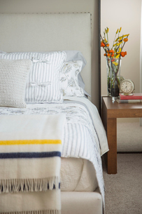 Close-up of modern bedroom with flowers on bedside table.の写真素材 [FYI02292013]