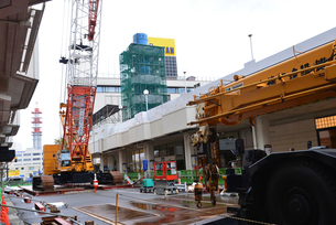 新潟市万代シティの塔解体されるレインボータワーの写真素材 [FYI02292532]