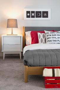 Interior of contemporary bedroomの写真素材 [FYI02292607]