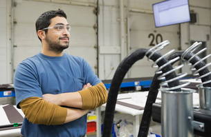 Confident worker in manufacturing industryの写真素材 [FYI02293020]