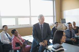 Business people smiling in training classの写真素材 [FYI02294416]
