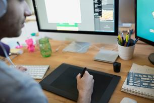 Designer using graphics tablet at computerの写真素材 [FYI02294890]