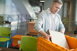 Businessman unpacking computer hardware from box.の写真素材 [FYI02296158]