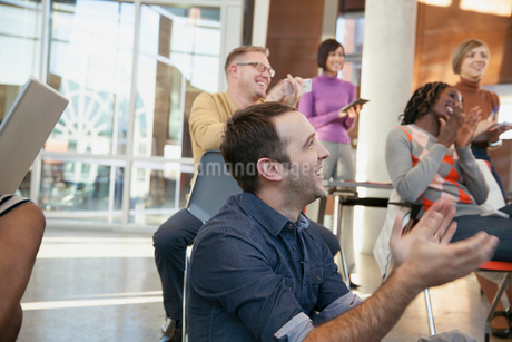 Group of businesspeople applauding a presentation.の写真素材 [FYI02296656]