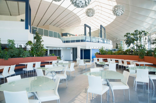 Modern office cafeteria and atriumの写真素材 [FYI02297483]