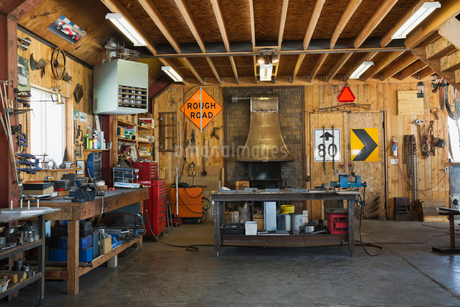 Interior of welding and blacksmithing workshopの写真素材 [FYI02299869]