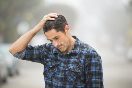 Portrait of man standing outdoorsの写真素材 [FYI02300546]