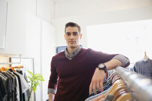 Portrait of business owner in clothing shopの写真素材 [FYI02303823]