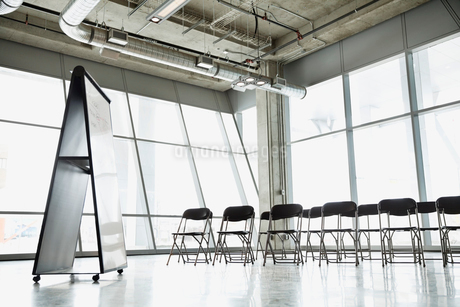 Interior of empty presentation room with chairs and white boardの写真素材 [FYI02304380]