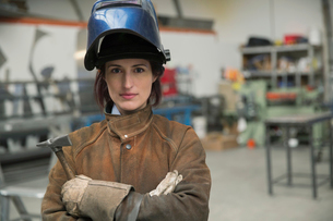 Portrait of serious female welder in manufacturing plantの写真素材 [FYI02304765]