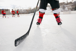Low section of ice hockey player on rinkの写真素材 [FYI02305203]