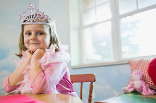 Portrait of little girl dressed up as a princessの写真素材 [FYI02305243]