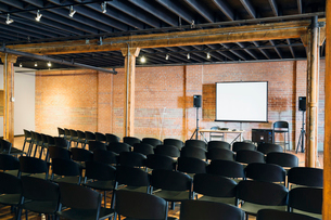 Interior of conference room with projection screen and chairsの写真素材 [FYI02306187]