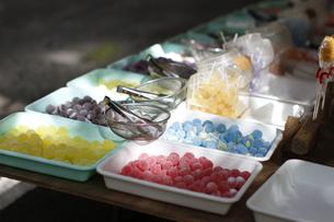 祭りの露店飴玉の写真素材 [FYI02306321]