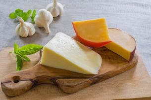 チーズとニンニクの写真素材 [FYI02306452]