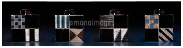 幾何学模様の陶器の花瓶の四面の写真素材 [FYI02306494]