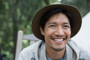 Close up smiling man wearing hatの写真素材 [FYI02307250]