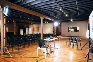 Interior of conference room with projection screen and chairsの写真素材 [FYI02308046]