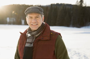 Portrait of confident man in winter wearの写真素材 [FYI02308347]