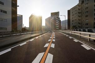 大崎副都心の朝日と大崎陸橋の写真素材 [FYI02308615]
