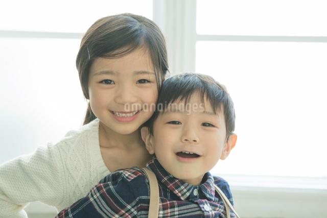笑顔の兄弟の写真素材 [FYI02308755]