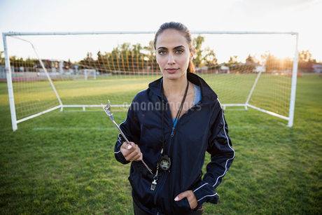 Portrait confident soccer coach with clipboard on fieldの写真素材 [FYI02309651]