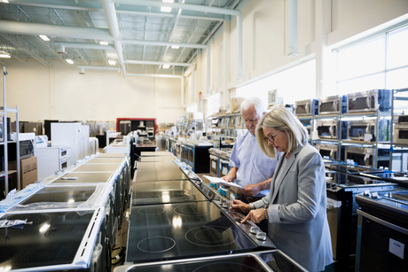 Senior couple shopping for stoves in appliance storeの写真素材 [FYI02309935]