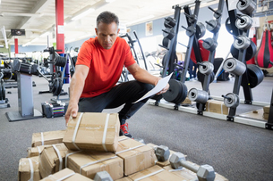 Worker receiving inventory in home gym equipment storeの写真素材 [FYI02310298]