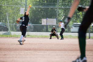 Middle school girl softball pitcher pitching to batterの写真素材 [FYI02310605]