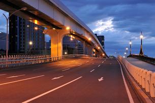 あけみ橋と早朝の臨海副都心の写真素材 [FYI02310814]