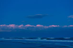 九十九里浜の夕焼けの写真素材 [FYI02310847]