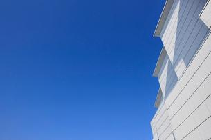 青空と建物の写真素材 [FYI02310897]