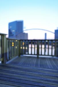 明け方のボードウォークとアイル橋の写真素材 [FYI02310958]