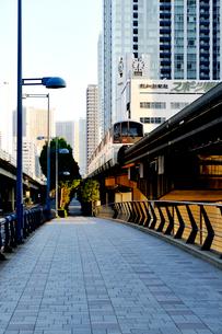 東京モノレールと都会の街並の写真素材 [FYI02310991]