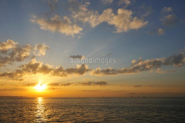 舞浜の日の出の写真素材 [FYI02311033]
