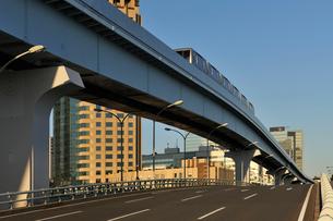 ゆりかもめとあけみ橋の写真素材 [FYI02311037]