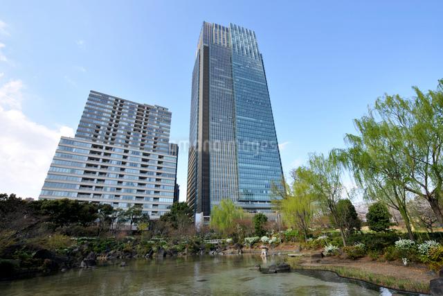 桧町公園と東京ミッドタウンタワーの写真素材 [FYI02311056]