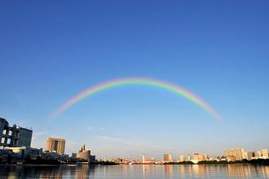 虹と朝のお台場風景の写真素材 [FYI02311065]
