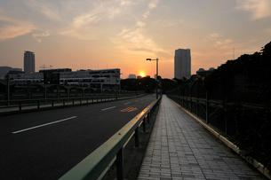 青山陸橋と日の出の写真素材 [FYI02311112]