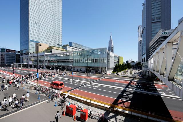 新宿駅南口風景の写真素材 [FYI02311116]